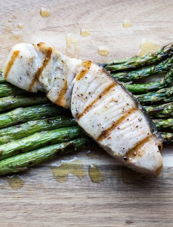 Grilled opah with asparagus