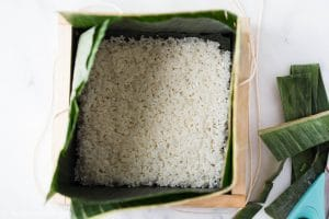Assembling Banh Chung: add sticky rice