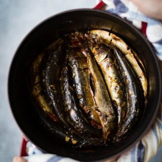 Braised sardines with tomatoes and green tea is an excellent dish to eat with rice. The sardines are braised until tender and absorb all the seasonings. This is one of the popular methods to cook fish in Vietnam.