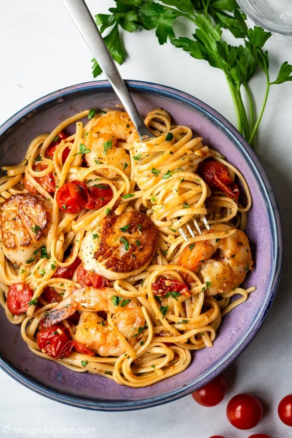 This scallop shrimp pasta with burst cherry tomatoes is perfect for not only quick and simple weeknight meals but also fancy date night dinners. It is so flavorful with sweetness from fresh seafood and umami from burst tomatoes.