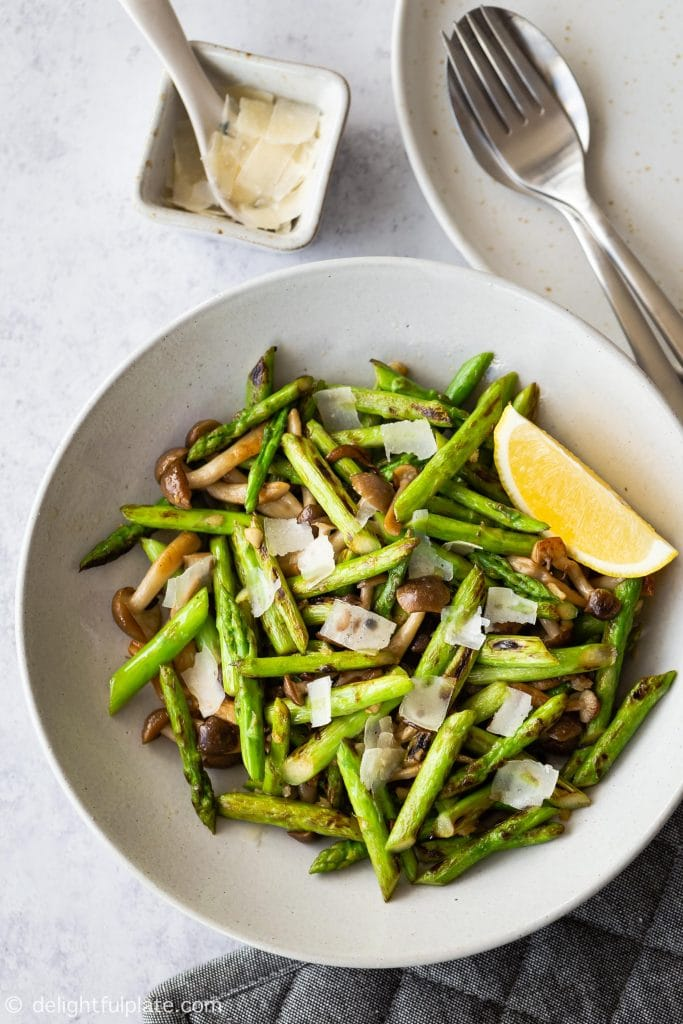 Sautéed Asparagus with shimeji Mushrooms, a delicious and incredibly quick and easy side dish. Serve with a squeeze of lemon juice and shaved parmesan.