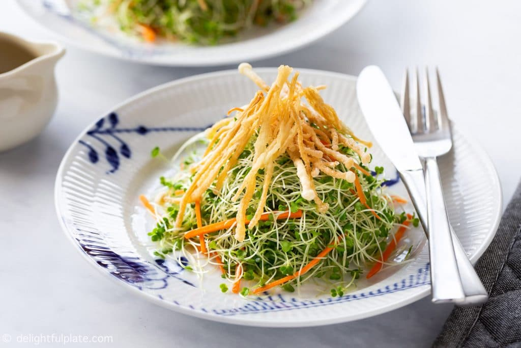 This quick and easy Microgreens Salad features nutritious microgreens, crunchy carrots, crispy fried enoki mushrooms and a bright lemon vinaigrette. It is vegan, dairy-free and gluten-free.