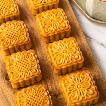 Vietnamese Mooncakes (Banh Trung Thu Nhan Thap Cam)
