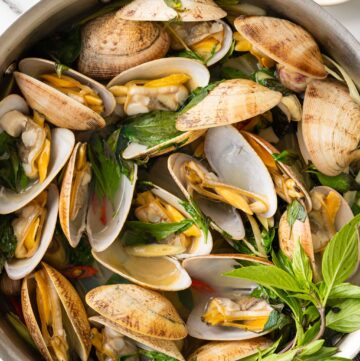 Steamed Clams with Thai Basil and Lemongrass