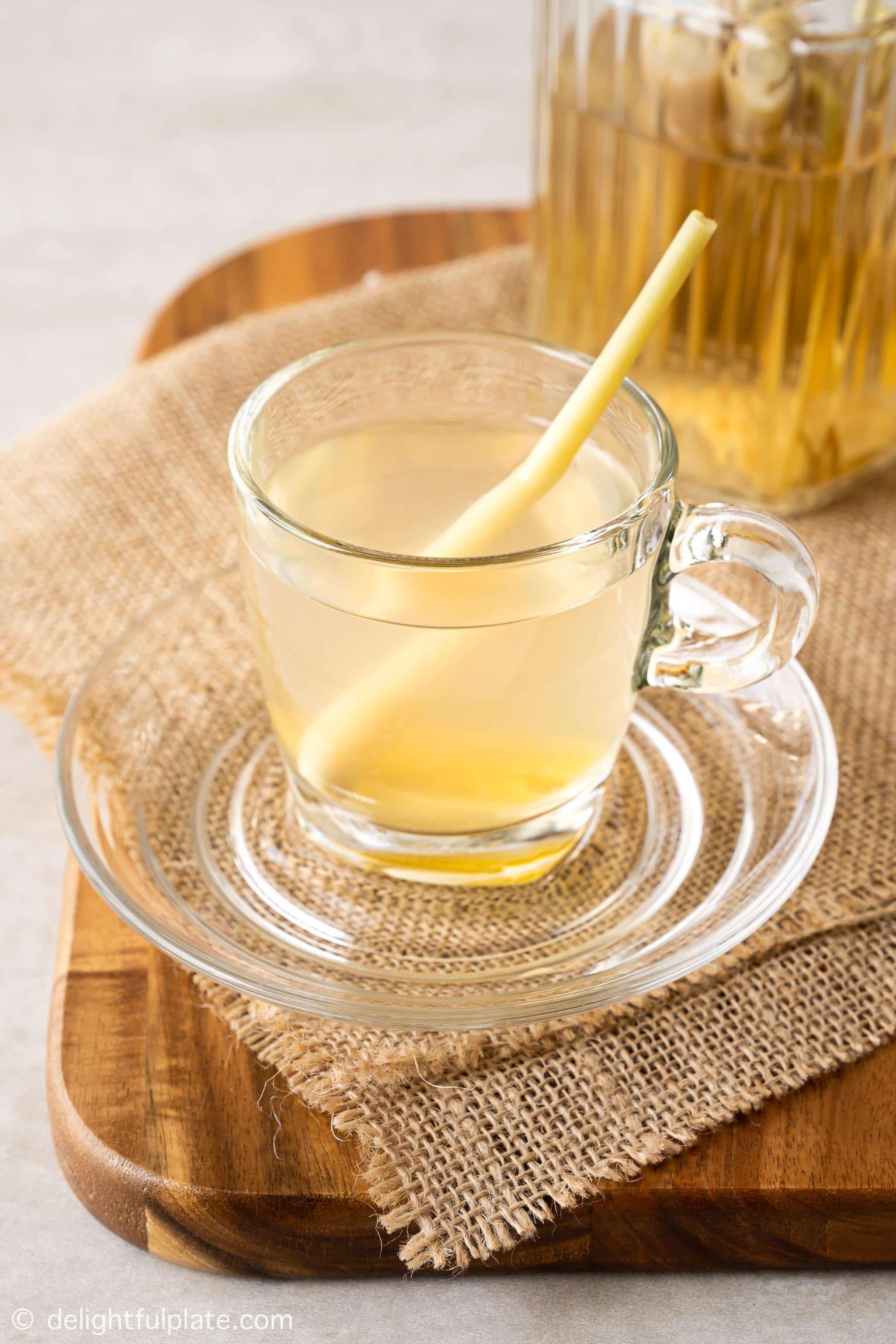a glass of Vietnamese lemongrass ginger tea (tra gung sa)