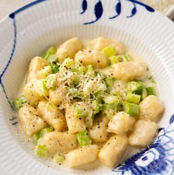 Gnocchi and Asparagus in Cream Sauce